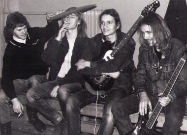 """Die Band """"Flexibel"""" im Jahr 1988, von links: Michael Fey (dr), Manfred Niedung (voc), Ralf Mattern (g, voc), Tom Schulz (bg) - Homepage AufBruch"""