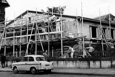 Um den Mangel an Schulräumen zu beheben, wird in der Westernstraße ein Flachbau mit sieben Klassenräumen errichtet. - Dieter Oemler