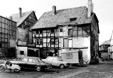 Abriss der Häuser Ecke Breite Straße/Große Bergstraße. Schäden durch Bombenangriff 1944. - Dieter Oemler
