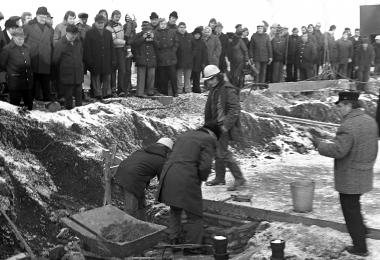 """Grundsteinlegung für das zweite Neubaugebiet """"Stadtfeld"""" am 17.01.1980 - Dieter Oemler"""