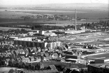 Neubaugebiet Stadtfeld mit Sportforum - Dieter Oemler