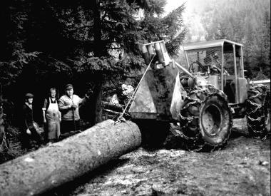 """Rücketraktor """"Valmet"""" im Forstwirtschaftsbetrieb Wernigerode - Dieter Oemler"""