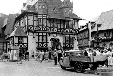 Auf dem Marktplatz finden regelmäߟig Wochenmärkte statt. - Dieter Oemler