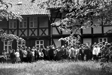 Zum Angebot für Gäste in Ferienheimen des FDGB gehören Stadtführungen in der Altstadt von Wernigerode - Dieter Oemler
