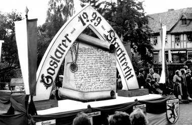 Wagen aus dem Festumzug zum 750. Stadtjubiläum - Dieter Oemler