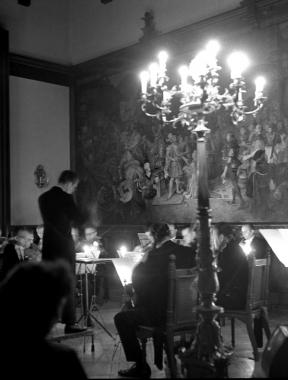 """Das städtische Orchester Wernigerode spielt zum 20-jährigen Bestehen des Feudalmuseums im Festsaal Haydens """"Abschiedssymphonie"""" - Dieter Oemler"""