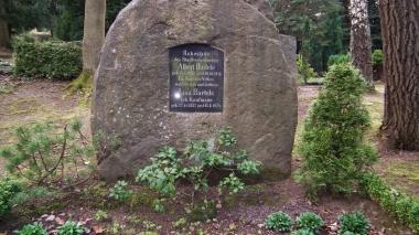 """Gedenkstein für Albert Bartels auf dem Zentralfriedhof - """"Ein Sohn des Volkes wollte ersein und bleiben""""   © Wolfgang Grothe"""
