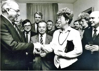 Helmut Kohl empfängt die Delegation aus Wernigerode in Neustadt/Weinstraße zur Vorbereitung der Städtepartnerschaft. - Stadtverwaltung Neustadt an der Weinstraße