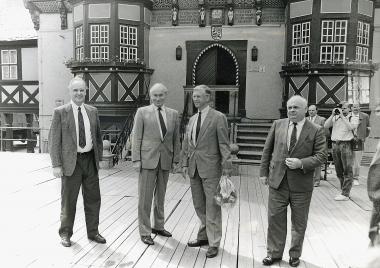 Martin Kilian (2. von links) in seiner Amtszeit Anfang 1989 - Besuch des Oberbürgermeisters von Neustadt/Weinstraße zur Vorbereitung der Städtepartnerschaft - Stadtverwaltung Neustadt an der Weinstraße