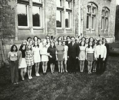 """Eine der Abiturklassen des Jahres 1976 der EOS """"Gerhard Hauptmann"""" Wernigerode - Stadtarchiv Wernigerode (Archiv Dieter Möbius)"""