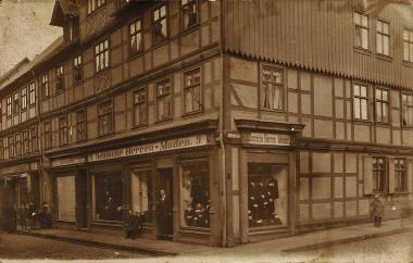 """""""Deutsche Herrenmoden"""" Burgstraße 9, 1930 - Daniel Stern"""
