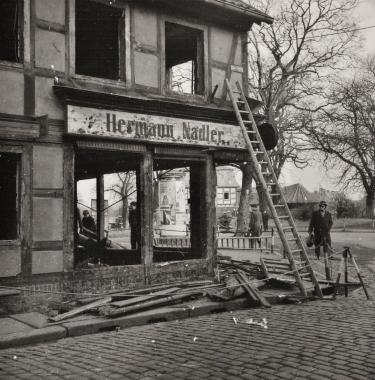 Abriss der Häuser Breite Straße 109 und 111 an der Stadtecke - Stadtarchiv Wernigerode (Archiv Dieter Möbius)