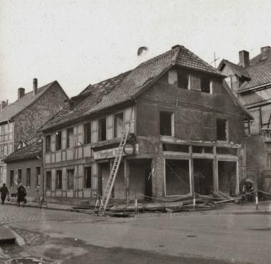 Haus an der Stadtecke kurz vor dem Abriss 1969 - Archiv Möbius