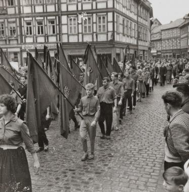 Trauerzug zum Tode WilhelmPiecks - Stadtarchiv Wernigerode (Archiv Dieter Möbius)