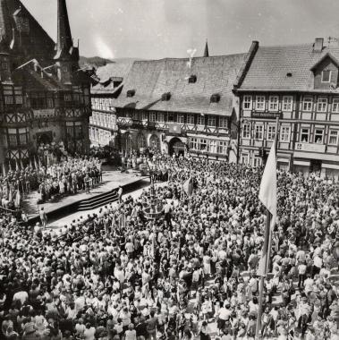 """""""Friedensdemonstration"""" der FDJ zum Pfingstsonntag - Stadtarchiv Wernigerode (Archiv Dieter Möbius)"""