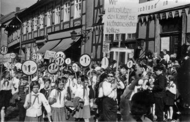Maidemonstration - Mahn-und Gedenkstätte Archiv