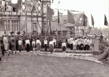 Großveranstaltung am Karl-Marx-Denkmalam 8. Mai 1978 anlässlichdesTages der Befreiung - Mahn-und Gedenkstätte Archiv