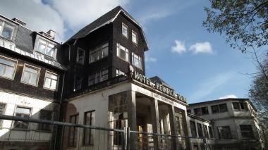 """Die Ruine des ehemaligen Hotels """"Heinrich Heine"""" in Schierke im Jahr 2014 © Wolfgang Grothe"""