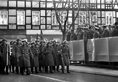 Parade von Grenzsoldaten vor ihrer Vereidigung - Dieter Oemler