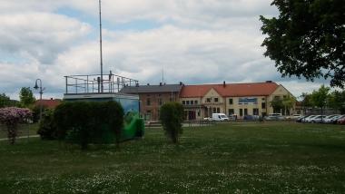 Luftüberwachungs-Station auf dem Bahnhofs-Vorplatz © Wolfgang Grothe