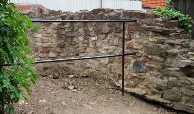 Reste eines Rundturmes in der ehemaligen Stadtmauer der Neustadt (Sackgasse) © Wolfgang Grothe