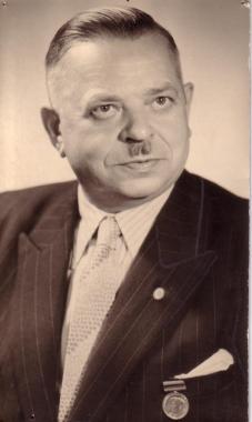 Otto Deutsch (KPD) wird als 2. Bürgermeister eingesetzt. - Mahn-und Gedenkstätte Archiv