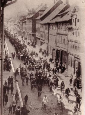 Maidemonstration 1922 - Mahn-und Gedenkstätte Archiv