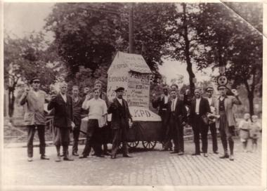 Propagandawagen der KPD in Wernigerode November 1932 - Mahn-und Gedenkstätte Archiv