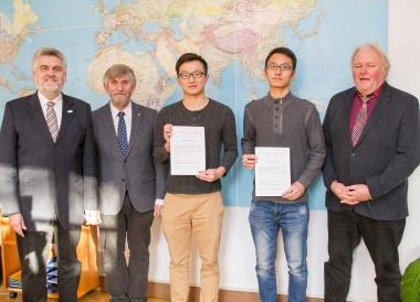 Auszeichnung von chinesischen Austauschstudenten der Hochschule Harzmit Stipendien für hervorragende akademische Leistungen - Hochschule Harz