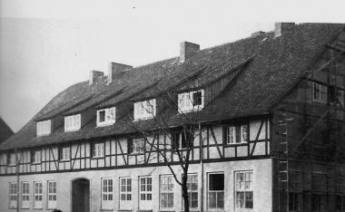 Gebäude der ehemaligen AIS in der Kurtsstraße (ehemaliger Schafstall) - Manfred Fuhlroth