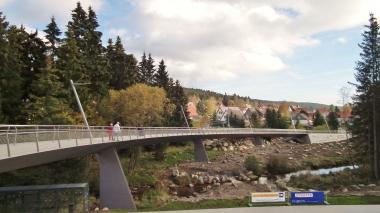 Schierke - neue Fußgängerbrücke über die Kalte Bode zwischen dem Ortszentrum und Parkhaus © Wolfgang Grothe