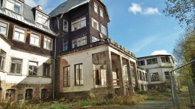 """Ruine des ehemaligen Hotels """"Heinrich Heine"""" in Schierke im Jahr 2015 © Wolfgang Grothe"""
