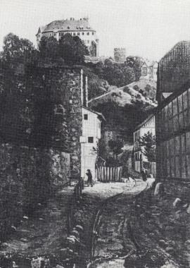 Stadtmauer und Schalenturm mit einem bewohnten Vorbau. Große Bergstraße mit Blick zum Schloss, vor 1850    - Stadtarchiv Wernigerode