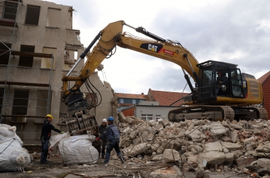 Behutsamer Abriss am Nicolaiplatz - Regina Urbat
