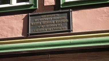 Gedenktafel am Geburtshaus von Martin Heinrich Klaproth © Wolfgang Grothe