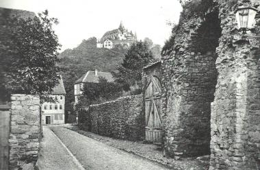 Burgtor mit Stadtmauer vor dem Abriss um 1880 - Dieter Oemler