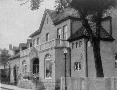 """""""Warmbadeanstalt"""" in der Johann-Sebastian-Bach-Straße. - Frank Wiesner"""