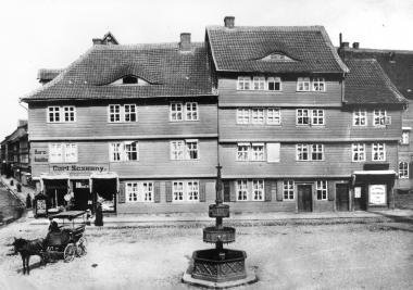 Hertzer´sche Häuser Markt 6-8 an der Ostseite des Marktplatzes um 1895 vor ihrem Abriss - Dieter Oemler