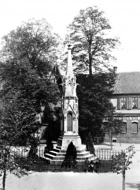 Denkmal für die Wernigeröder Opfer des Deutsch-Französischen Krieges 1870/71 auf dem Nicolaiplatz. - Dieter Oemler