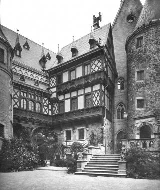 Schloss-Innenhof 1885 nach dem Umbau - Dieter Oemler