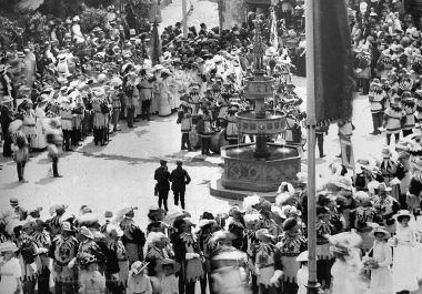 """""""Siegesfest"""" der""""Pankgrafen"""" 1911 auf dem Marktplatz  - Dieter Oemler"""