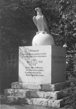 Ehrenmal für die im Weltkrieg gefallenen Schüler des fürstlichen Gymnasiums - Dieter Oemler