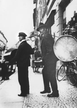 Straßenmusikant in Wernigerode (nach dem 1. Weltkrieg) - Dieter Oemler