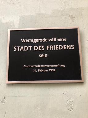 "Tafel ""Stadt des Friedens"" - Tobias Kascha"