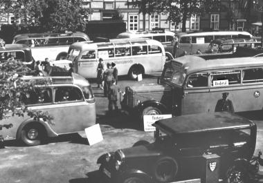 """Busrundfahrten ab Nicolaiplatz - Urlaub im Rahmen der Organisation """"Kraft durch Freude"""" - Dieter Oemler"""