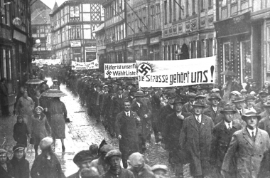 Demonstration der NSDAP 1930 in der Burgstraße