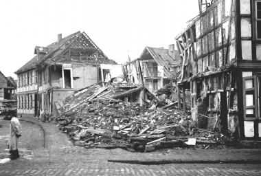 Bombenschäden Breite Straße / Ecke Johannisstraße - Dieter Oemler