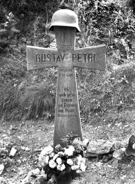 Gedenkkreuzfür Oberst Gustav Petri - Dieter Oemler