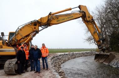Fertigstellung der Schutzwand an der Holtemme in Silstedt - Holger Manigk