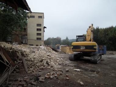 Abriss des ehemaligen Kinderbettenwerkes am Brockenweg © Wolfgang Grothe